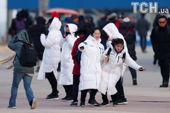 Потужний буревій у Пхенчхані: вітер зносить легкі конструкції, людей просять покинути вулиці