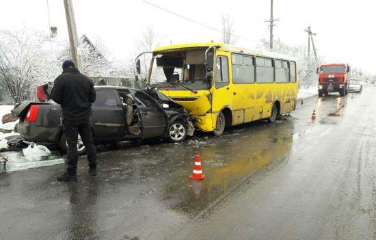 У Маріуполі сталася смертельна ДТП за участю пасажирського автобуса