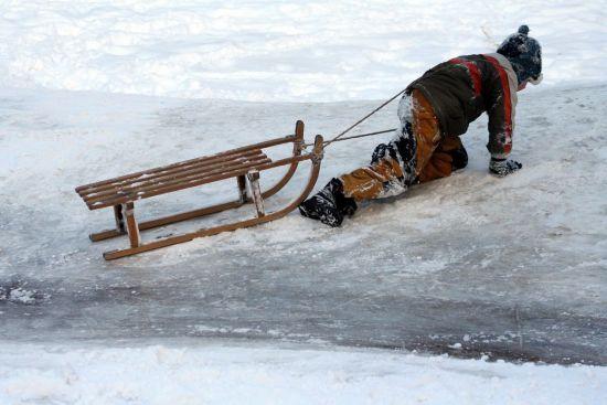 Підступна ожеледиця на дорогах та періодичні снігопади. Прогноз погоди на 15-19 лютого
