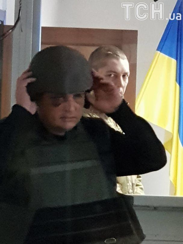 Экс-нардепа Шепелева привезли в суд в каске и бронежилете