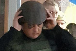 Экс-нардепа Шепелева в каске и бронежилете привезли в суд
