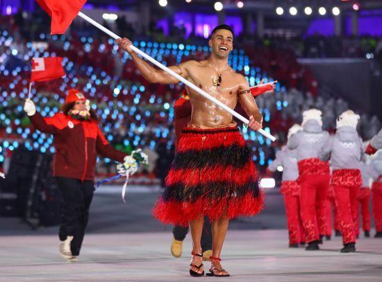 Тхэквондо, лыжные гонки, а теперь водные виды. Спортсмен из Тонги с безупречным торсом собирается на третью Олимпиаду