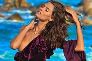 Топлес и в бархатном боди: Бьянка Балти блеснула роскошной фигурой