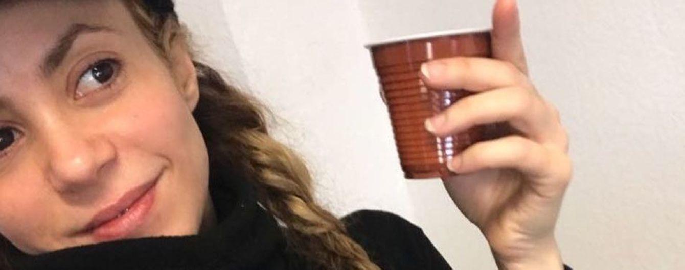 Не узнать: Шакира поделилась селфи без макияжа