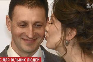 """Выстраданная свадьба в день Валентина: освобожденный заложник """"ДНР"""" женился на любимой, которая ждала его 2,5 года"""