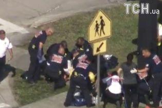 Панічні крики і калюжі крові. Очевидці викладають відео з з місця кривавої стрілянини у школі в США