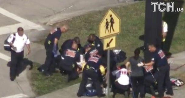 В США преступник расстреливал в школе всех подряд. Раненых и убитых может быть до полусотни