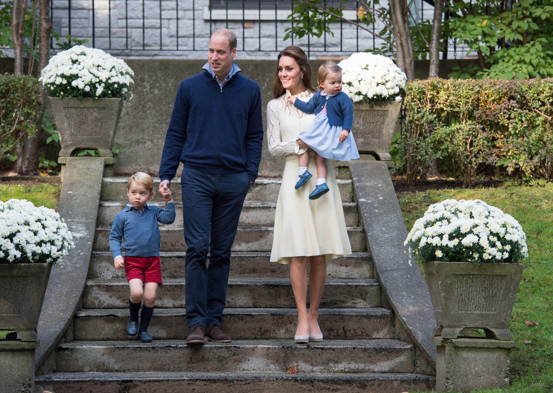 Принц Уильям и герцогиня Кэтрин с детьми_1