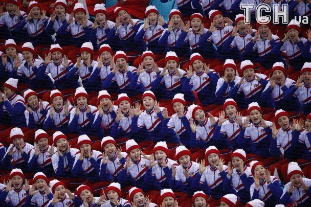 Девушки, которые потрясли мир: как чирлидерши из Северной Кореи поддерживают своих на Олимпиаде-2018