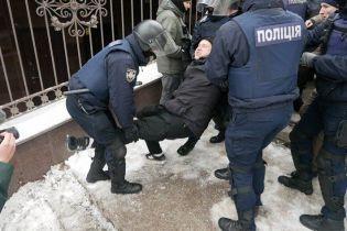 Под судом, где избирают меру пресечения Труханову, произошли столкновения и стрельба