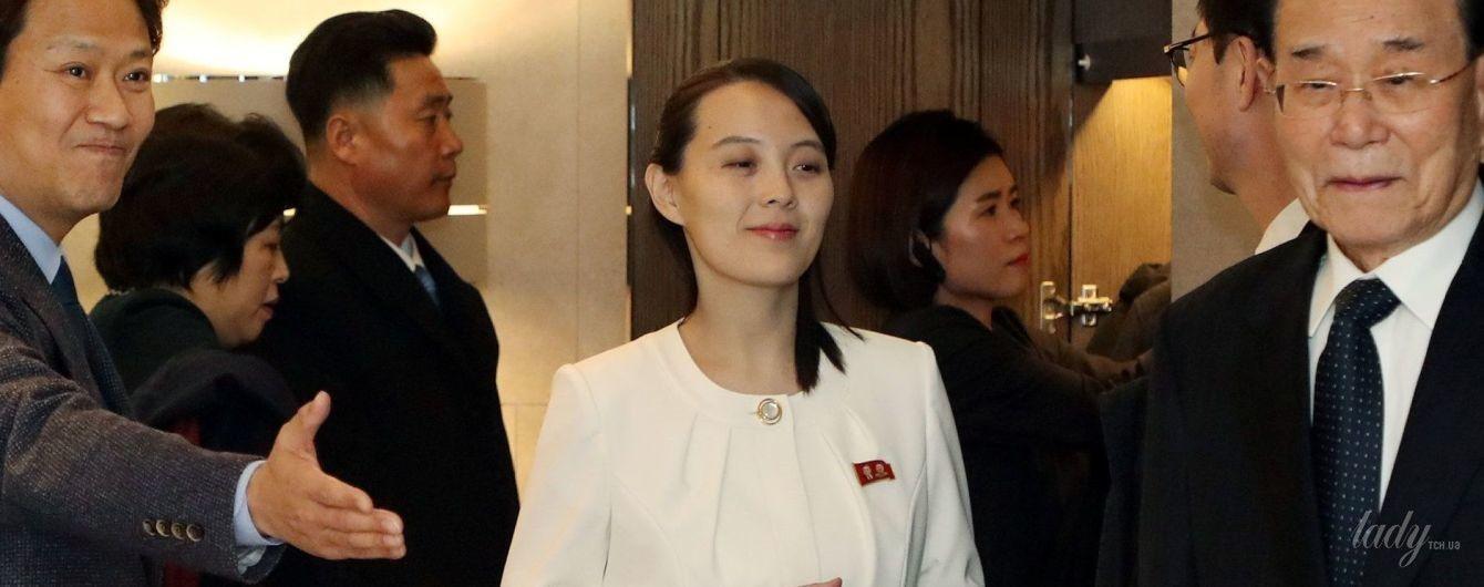 В белом жакете и со скромной прической: сдержанный образ сестры Ким Чен Ына на банкете