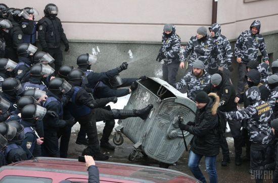 Вогнепальні поранення і затримання стрільця. Поліція Києва повідомила подробиці інциденту під судом