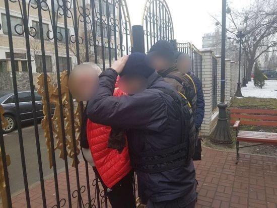 В Киеве задержали вымогателей, которые содрали с пострадавших в строительный афере 50 тысяч долларов