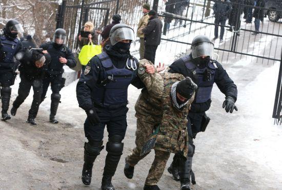 Після сутичок біля суду, де слухали справу мера Одеси Труханова, затримали 30 осіб
