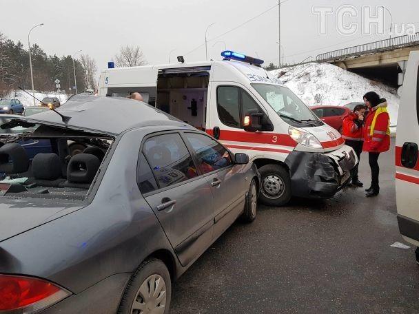 Смертельное ДТП под Киевом: микроавтобус сдетьми въехал вНиву