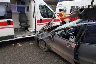 Под Киевом в ДТП столкнулись микроавтобус с пограничниками, скорая и легковушка