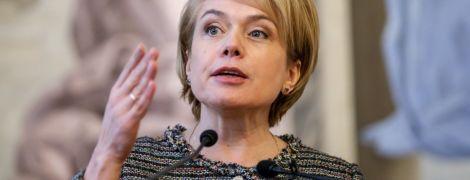 """Гриневич резко отреагировала, что в отдельных регионах учителям """"урезали"""" надбавки к зарплатам"""