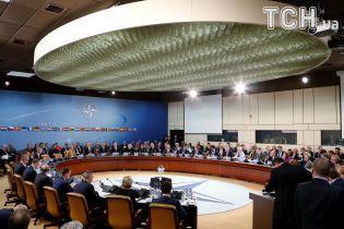 НАТО не планує змінювати політику щодо України попри вимоги Угорщини