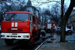 На месте пожара в Одессе спасатели нашли два тела