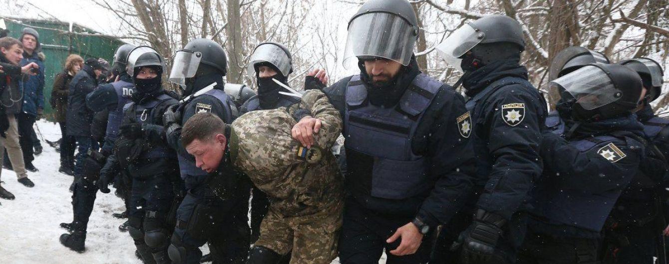 Столкновения под Соломенским судом: двум задержанным добробатовцам избрали меры пресечения