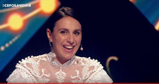 """""""Євробачення-2018"""": тендітна Джамала підкреслила вагітний животик білосніжною сукнею"""
