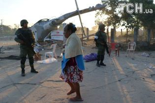 В Мексике вертолет с министром на борту, который обследовал последствия землетрясения, упал и раздавил 13 человек