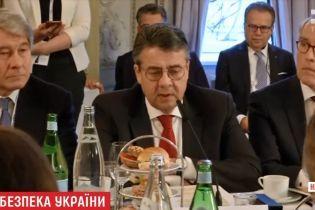 В уряді Німеччини заговорили про зняття санкцій з Росії