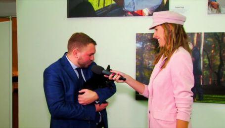 Андрій Лозовий прийшов на фотовиставку Ляшка з бульдогом