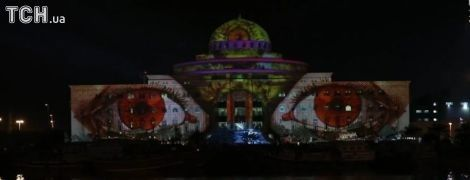 В ОАЕ влаштували грандіозний фестиваль світла, вогні якого видно навіть із космосу