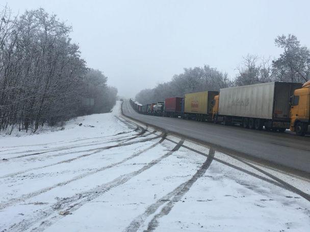 Россия не пропускает грузовики с территории Украины, в очередях стоят около 100 фур