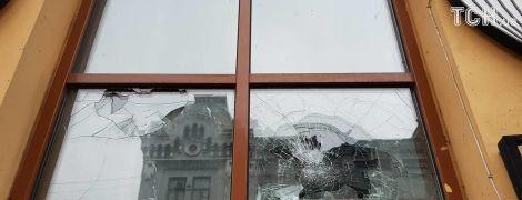 """У поліції пояснили, хто відповість за потрощені відділення банків і """"Росспівробітництво"""" в Києві"""