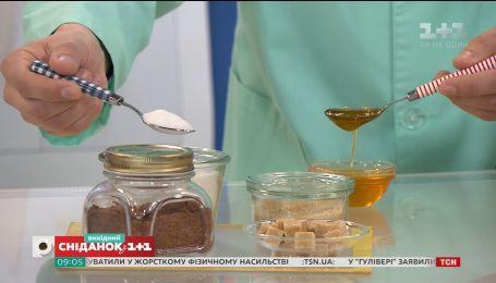 Чи варто замінювати цукор медом