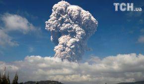 На Суматрі з вулкана вирвався 5-кілометровий стовп диму