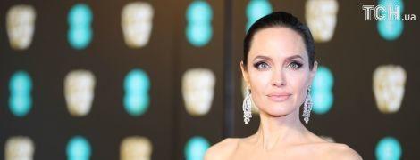 Роскошная Джоли и эффектная Сальма Хайек: звезды устроили парад черных нарядов на BAFTA-2018