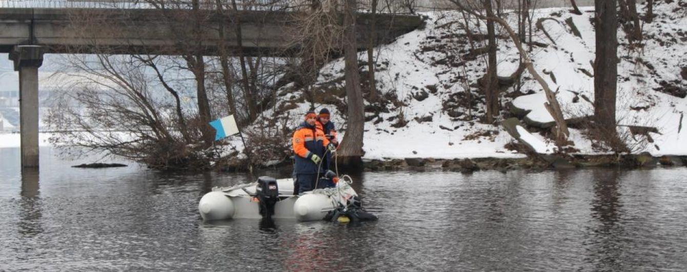 В Киеве в Днепре нашли тело женщины