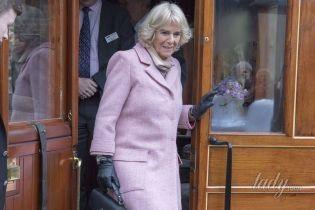 Любит экспериментировать: 70-летняя герцогиня Корнуольская облачилась в нежно-розовый наряд