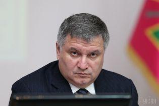 Аваков пригрозив закрити дипустанови РФ у разі проведеня виборів в окупованому Криму