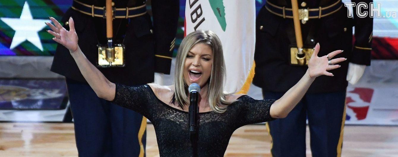 Юзери розкритикували Фергі за виконання гімну США: Звучала як леді з бобс-бургерів