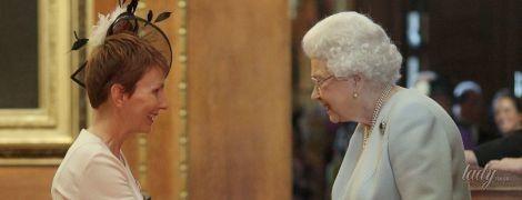 В новом платье на красной дорожке: 91-летняя королева Елизавета II на торжественном мероприятии