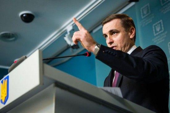 В АП заявили, що не узгоджуватимуть із бойовиками введення на Донбас миротворців