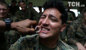 Выжить в джунглях: в Таиланде во время учений солдаты пили кровь кобры и ели ящериц