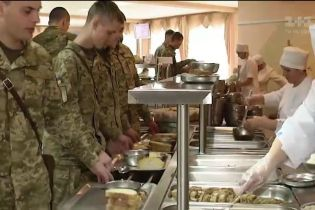 Кто и сколько планирует заработать на питании солдат