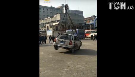 Неправильная парковка забросит ваше авто на крышу дома