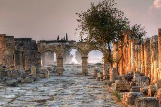 """Вход в """"Царство мертвых"""" и поныне существует в Турции. Ученые раскрыли секрет злосчастного места"""