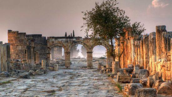 """Вхід до """"Царства мертвих"""" й донині існує у Туреччині. Вчені розкрили секрет злощасного місця"""