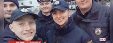 """14-річний школяр з Одеси зробив більше тисячі селфі з копами і став їхнім """"напарником"""""""