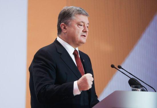 Порошенко пояснив, чому особисто не приїхав на допит у справі Януковича