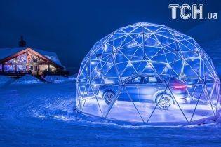 Porsche открыл стеклянный салон на горной вершине Альп