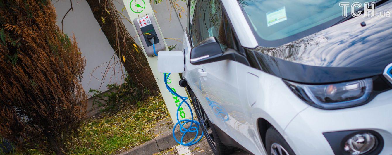 Финансовые аналитики утверждают, что электрокары подешевеют вдвойне