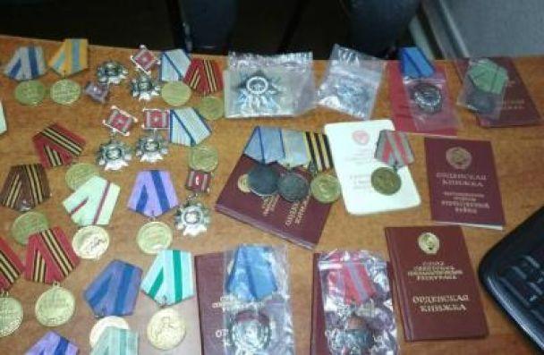 Украинец пытался впротезах вывезти в РФ ордена имедали